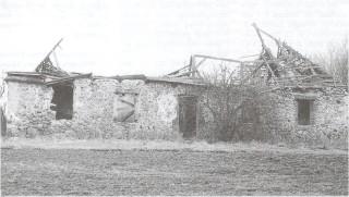 Jastrzębna. Budynek podworski, 1997 rok. Fot. Irena Batura