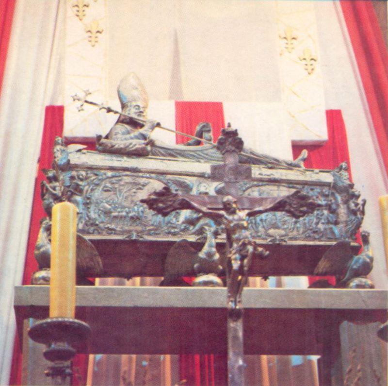 Sarkofag św. Wojciecha w głównym ołtarzu bazyliki prymasowskiej