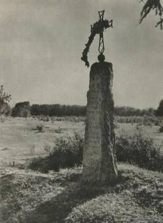 Obelisk w Tamie. Fot. z lat 50 - tych