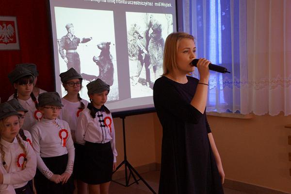 """Kasia śpiewa """"Piosenkę o Wojtku"""""""