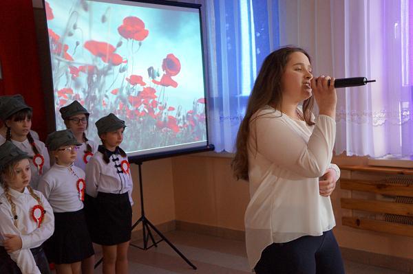 """Agnieszka śpiewa """"Czerwone maki na Monte Cassino"""""""