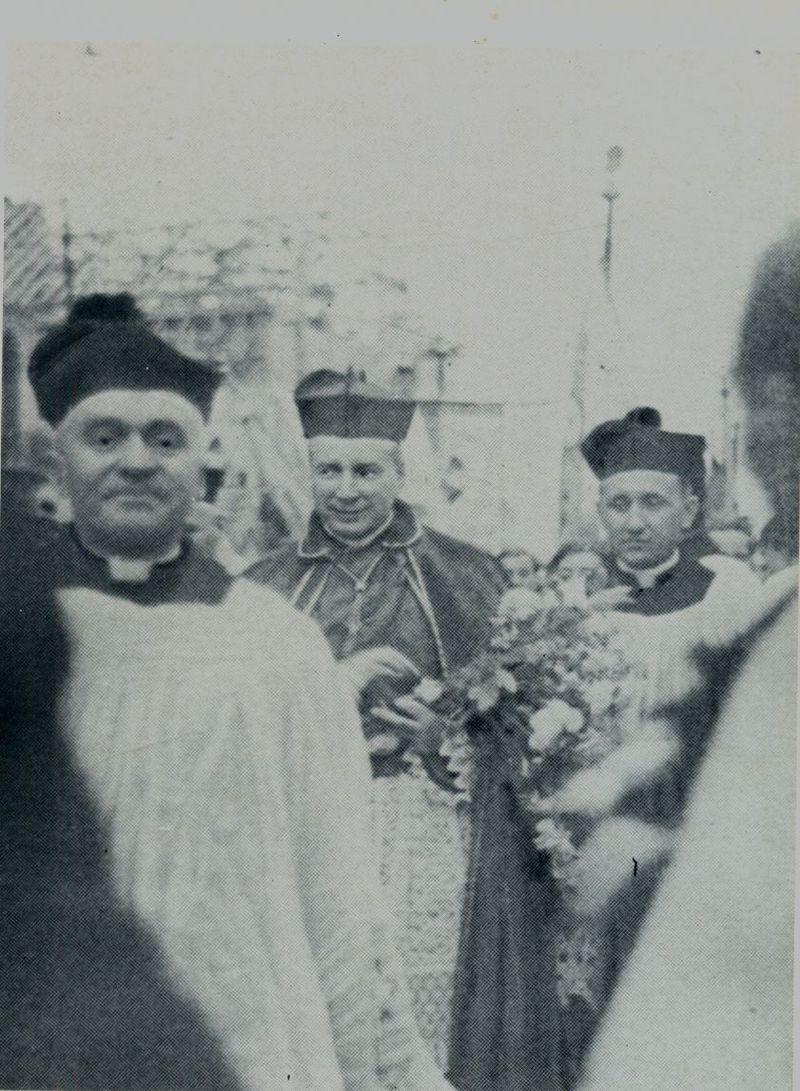 Ingres do prokatedry warszawskiej, którą byłkościółó semunaryjny (katedra świętojańska leżała w gruzach) - 6 lutego 1949 r.