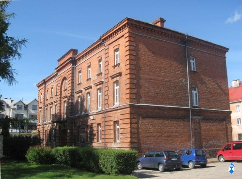 Obecnie Szkoła Muzyczna - w czasach więzienia brama wjazdowa