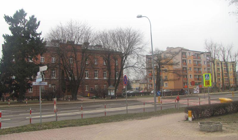 Widok obecny zabudowań na terenie byłego więzienia od wschodu.