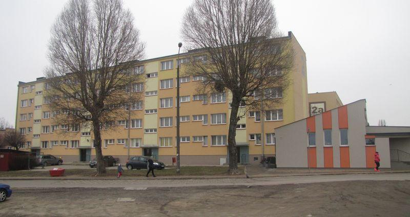 Obecne zabudowania na terenie byłego więzienia od zachodu