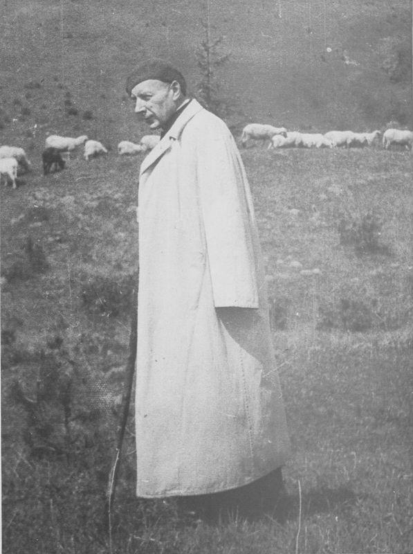 Zawsze pamiętał słowa Chrystusa Paś owce moje, paś baranki moje - nawet wówczas, gdy mógł dzierżyć tylko drewwniany pastorał.