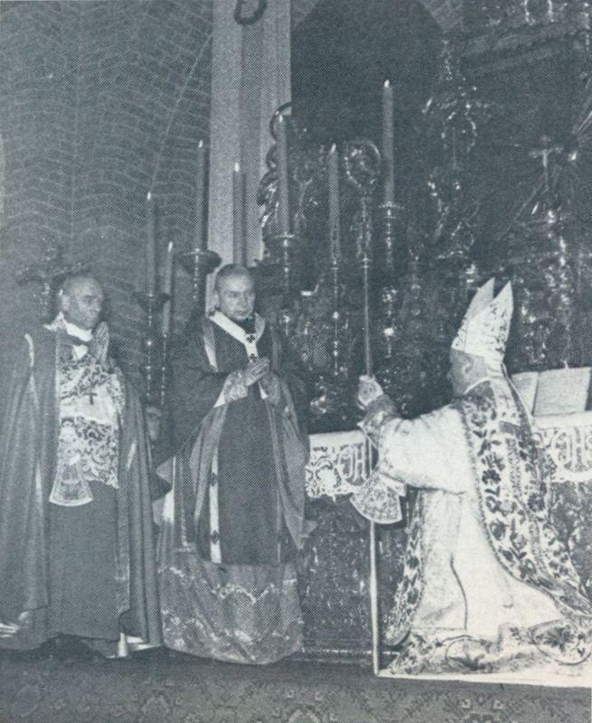 Biskup Wincenty Urban, sufragan wrocławski otrzymuje sakrę z rąk Księdza Prymasa i arcybiskupa Eugeniusz Baziaka.