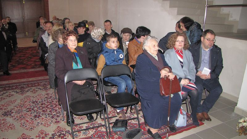 Częśc widowni na widowisku słowno - muzycznym