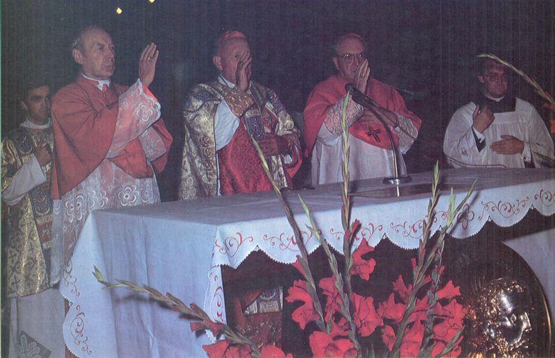 Ksiądz prymas w katedrze wrocławskiej.
