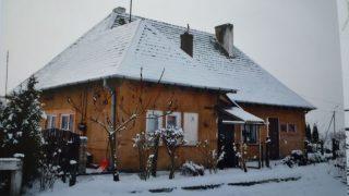 Drewniany budynek dawnej stacji kolejowej w Śniadowie. Obecnie własność prywatna.