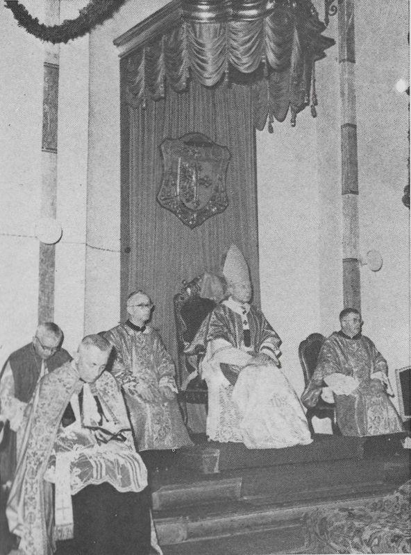 Na tronie biskupim w katedrze opolskiej