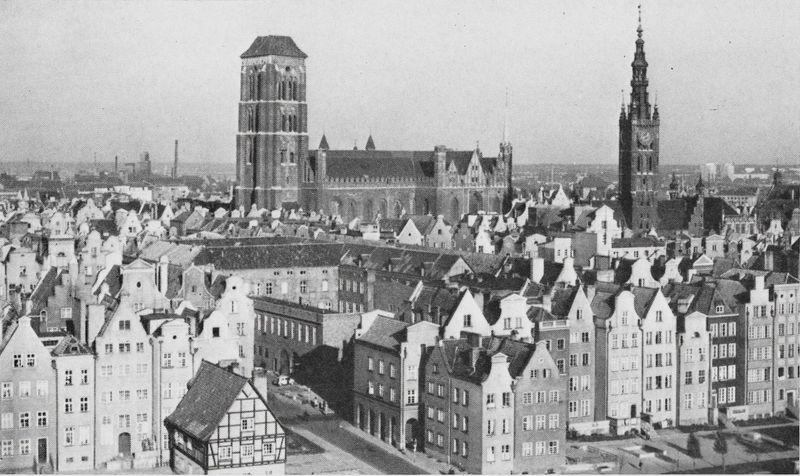 Nad dachami gdańskiej Starówki góruje bazylika mariacka największy kościół w Polsce.