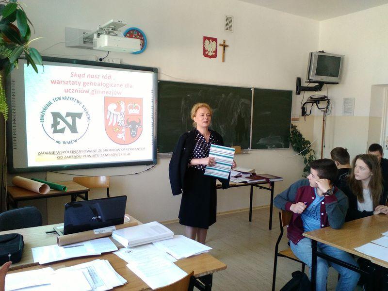 Prowadzca dr Małgorzata Krystyna Frąckiewicz