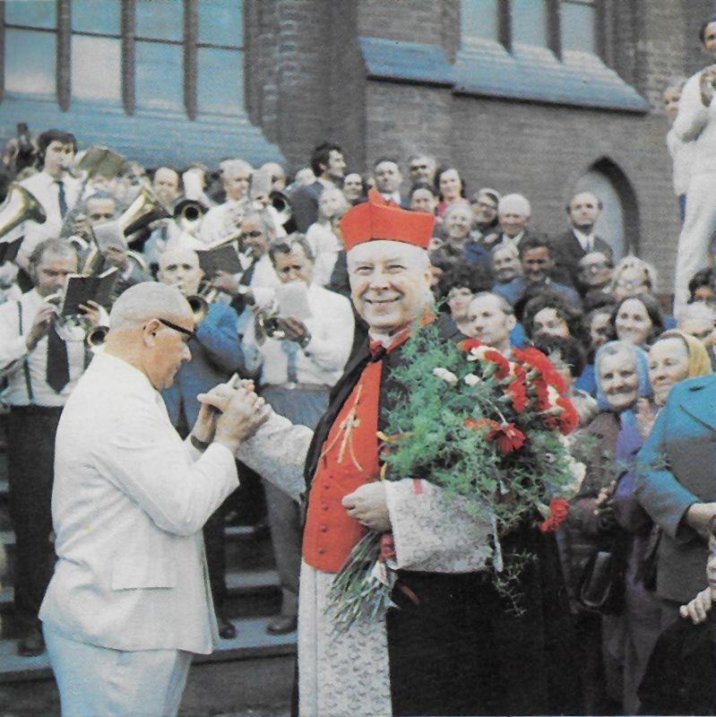 Przed katedrą szczecińską w uroczystość 850 lecia chrztu Pomorza Zachodniego - 1974 r