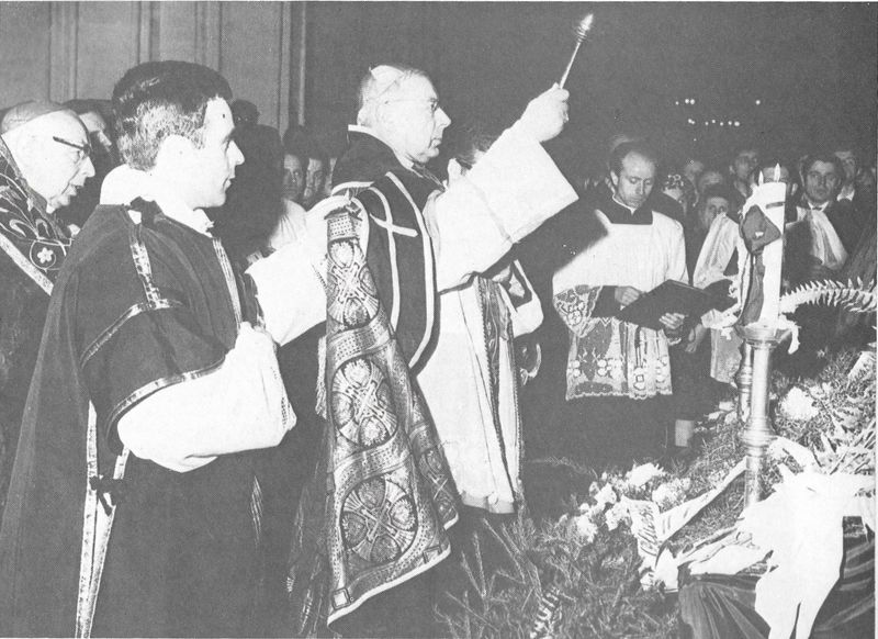 Przewodniczy uroczystościom pogrzebowqym bpa Edmuunda Nowickiego, pierwszego po wojnie polskiego ordynariusza diecezji gdańskiej