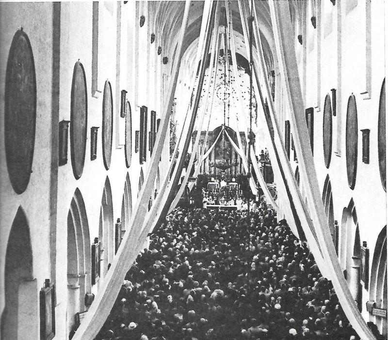 Wnętrze katedry oliwskiej. Tu właśnie znajdują się słynne organy