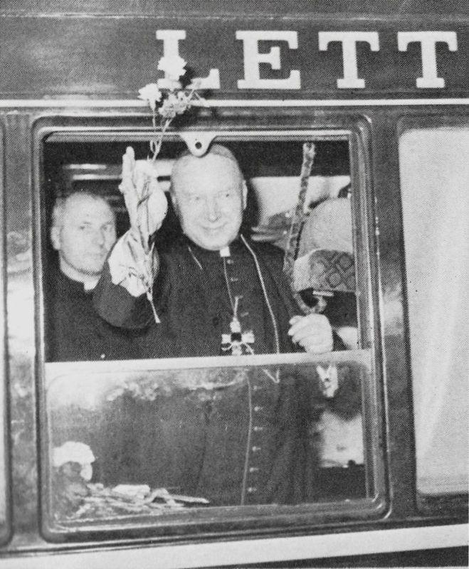 Wyjazd do Rzymu ad limina apostolorum. Obok ks. prał Heronim Godziewicz