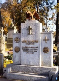 Cmentarz przy ul. Mikołaja Kopernika w Łomży - ufundowany przez społeczność miasta nagrobek Leona Kaliwody fot.: Henryk Sierzputowski