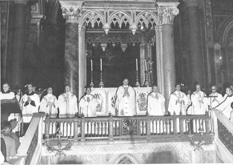 Kard. K. Wojtyła, ówczesny metropolita krakowski, przewodniczy Mszy św. Koncelebrowanej przez biskupów polskich w bazylice św. Jana na Lateranie - 11 października 1975 r.