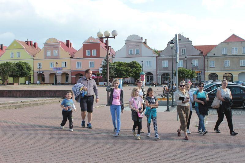 Pani Gabriela Szczęsna i jej grupa na Starym Rynku