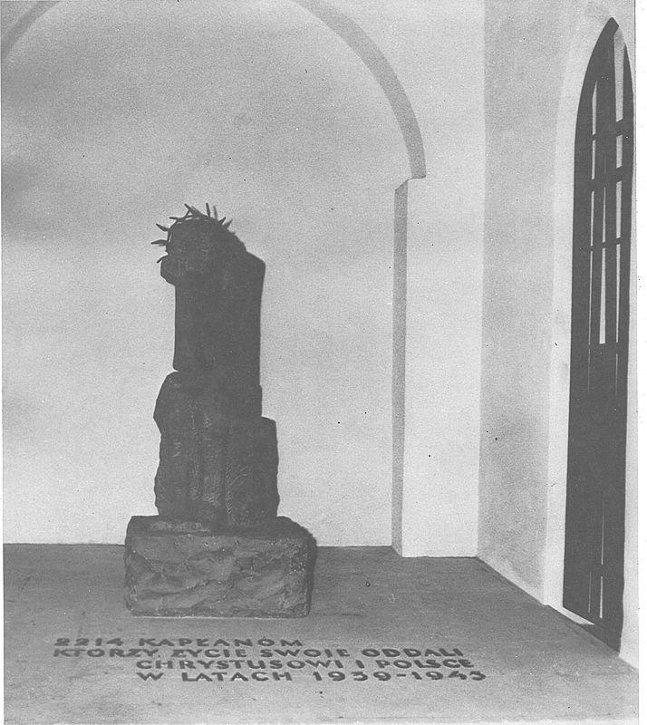 Ku czci 2214 kapłanów, którzy życie swoje oddali Crystusowi i Polsce w latach 1939 - 1945 kaplica -pomnik w bazylice mariackiej w Gdańsku