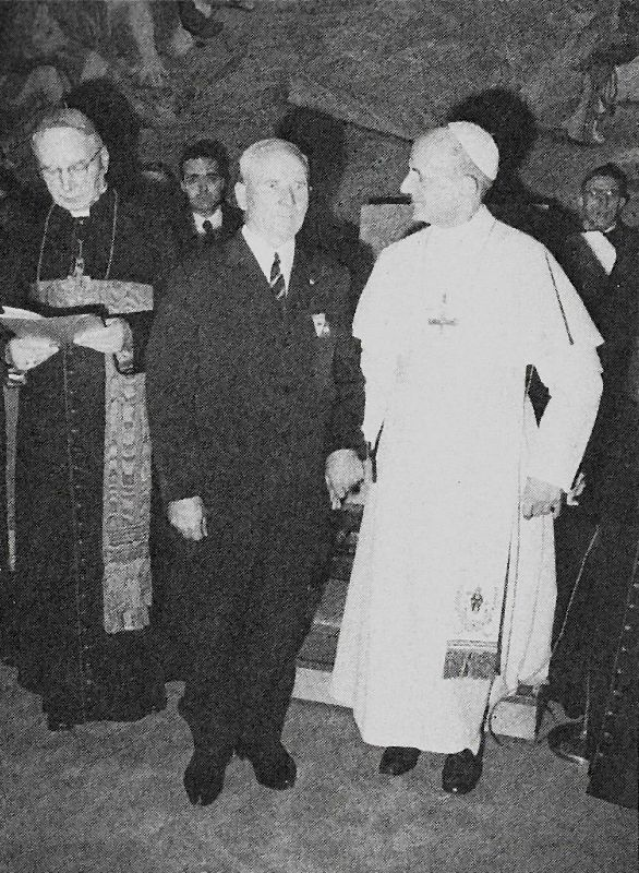 Towarzyszy Ojcu św. Pawłowi VI i Franciszkowi Gajowniczkowi - za którego zginął O. Maksymilian Kolbe.