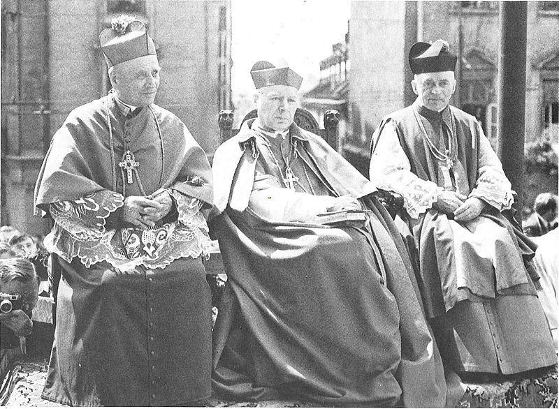 W towarzystwie bpa Piotra Kalwy, ordynariusz lubelskiego i k. prał. Władysława Padacza