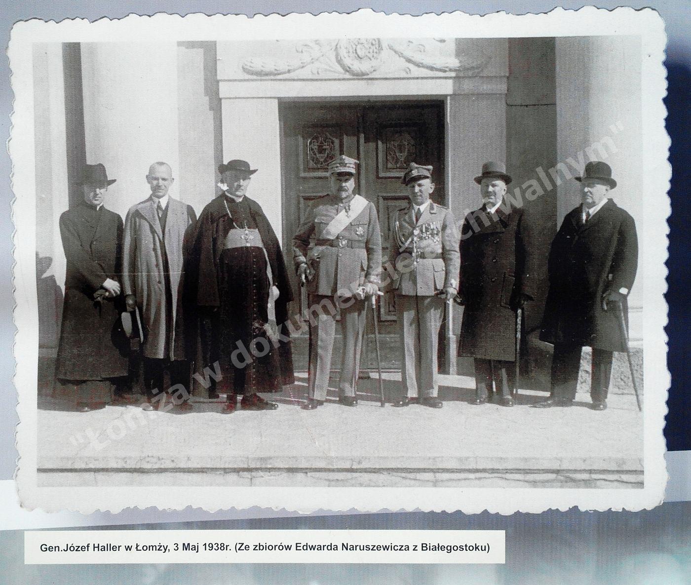 Drugi z lewej: Biskup Łomżyński Kostka - Łukomski, po środku gen. Haller