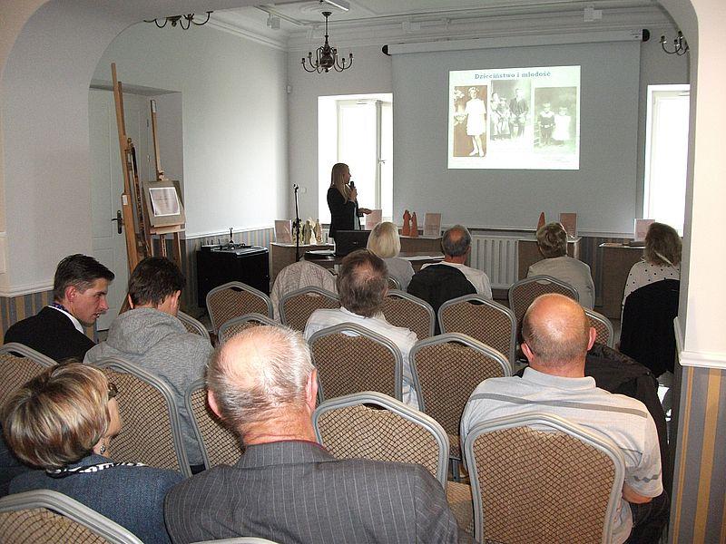 mgr Monika Smakowska wystąpiła z prelekcją poświęconą fotografii jako źródle do badań genealogicznych. Ciąg dalszy