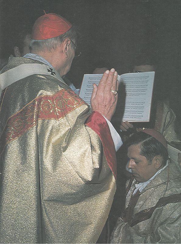 Konsekruje biskupa Józefa Glempa, przyszłego Prymasa Polski - Gniezno, 21 kwietnia1979 roku