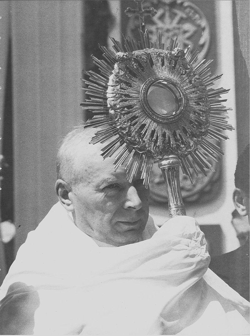 """""""Ave verum Corpus, natrum de maria virgine..."""""""