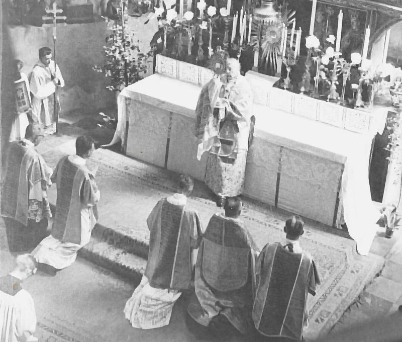 Ksiadz Prymas rozpoczyna w katedrze warszawskiej procesje uecharystycznzą w uroczystosc Bozego Ciala