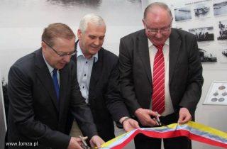 od lewej ówcześni: dyr. MPM Jerzy Jastrzębski, dyr. MOSIR Sławomir Grygo, prezydent Łomży Mieczysław Czerniawski