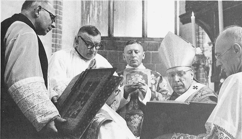 Udziela pełni kapłaństwa biskupowi I Modzelewskiemu-2