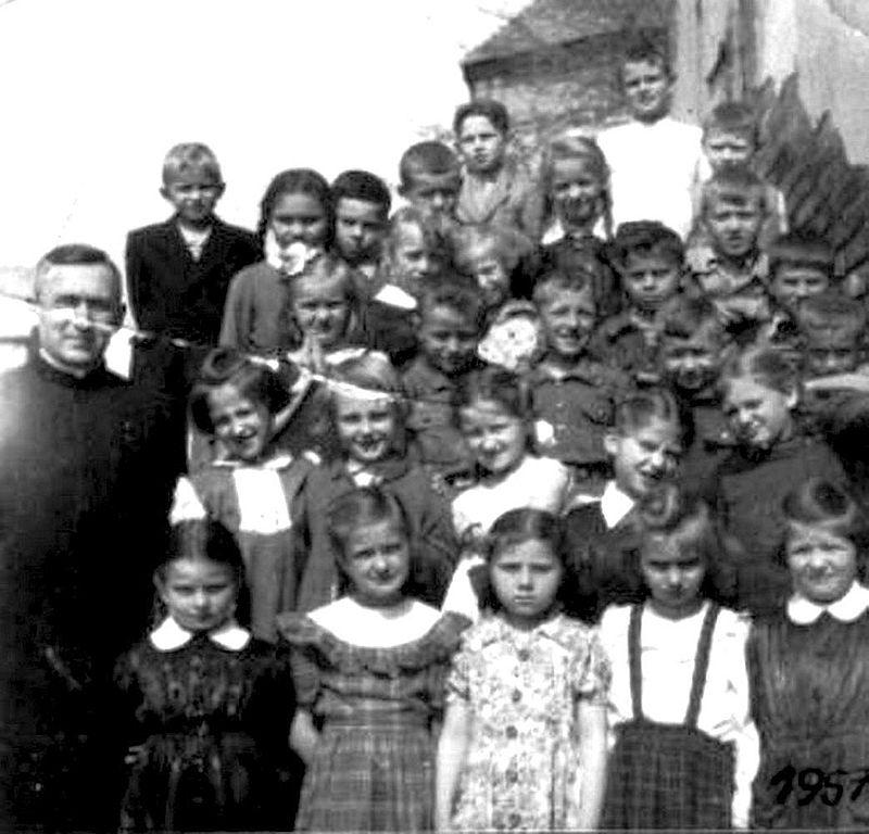 Z księdzem prefektem. 1957 r