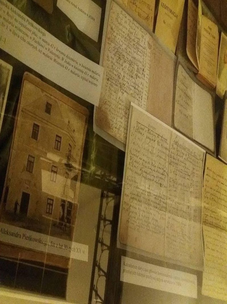 Fragment wystawy pamiątek po Aleksandrze Pieńkowskim dostępnej w Muzeum Przyrody w Drozdowie (przygotowanie Marcin Rydzewski)