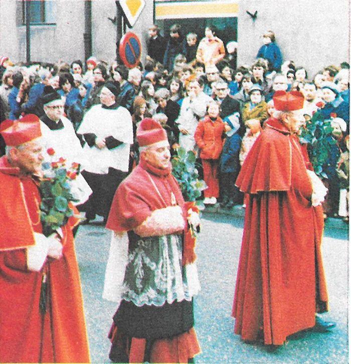 Na ulicach Gniezna, w dorocznej procesji ku czci św. Wojciecha..jpg