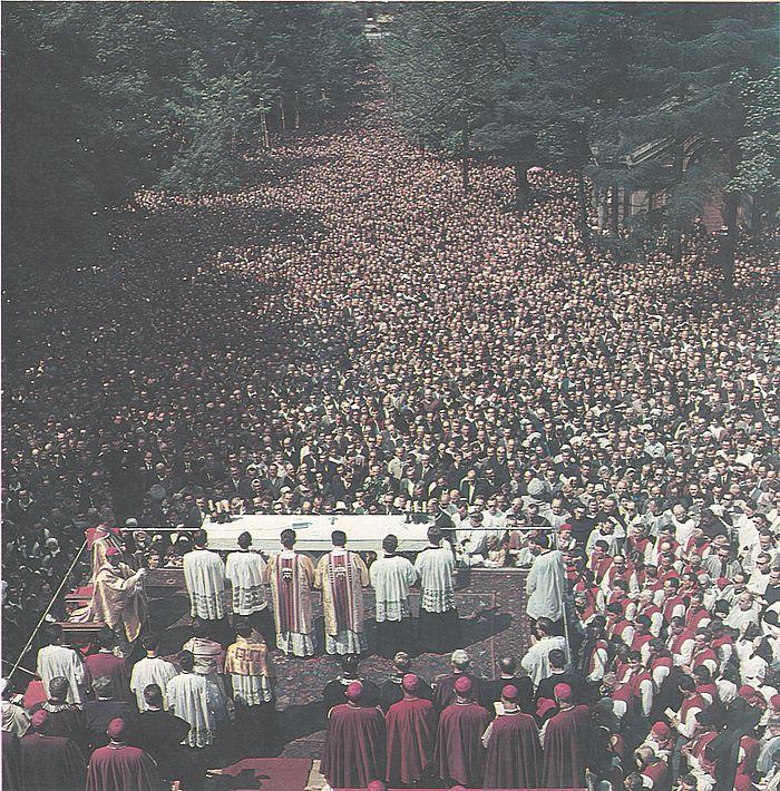 Niezliczone tłumy wiernych na dorocznej pielgrzymce do Piekar Śląskich.jpg