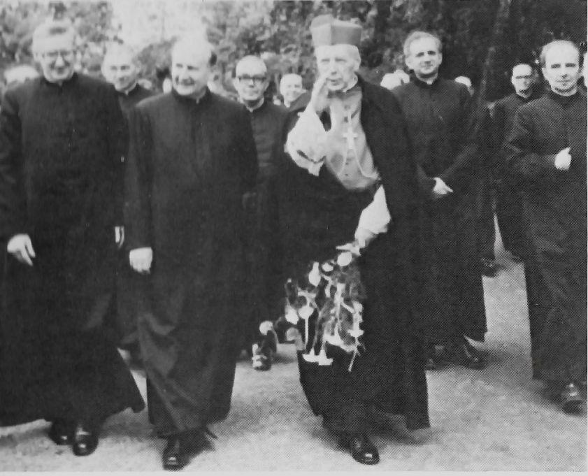 \Wśród księży warszawskich, na ich srebrnym jubileuszu w Marysinie Wawerskim.jpg