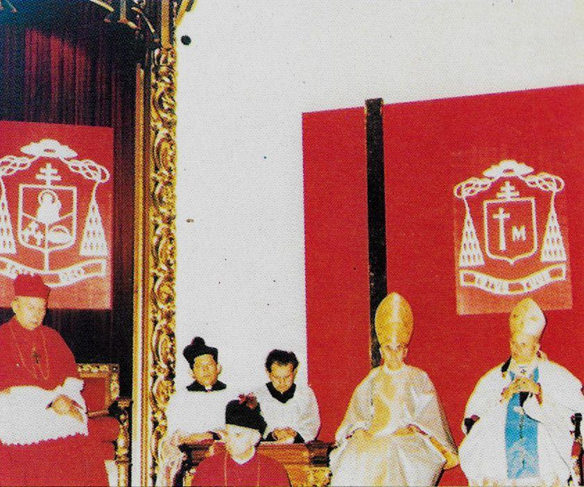 W bazylice Świętej Rodziny w Częstochowie na jubileuszu 50-lecia diecezji pod herbem kard. K. Wojtyła i bp F. Jop.jpg