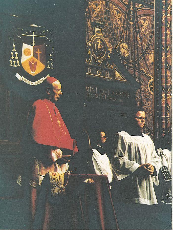 Na Świętej Warmii, pod herbem bpa J. Glempa, późniejszego prymasa Polski