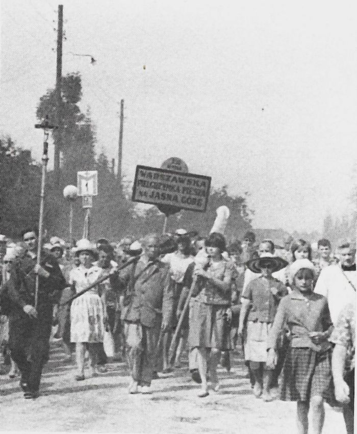 Wdniach 6 - 14 sierpnia każdego roku odbywa się Warszawska Pielgrzymka Piesza. Bierze w niej udział tysiące pątników, nie tylko z Polski, ale i z wielu krajów Europy