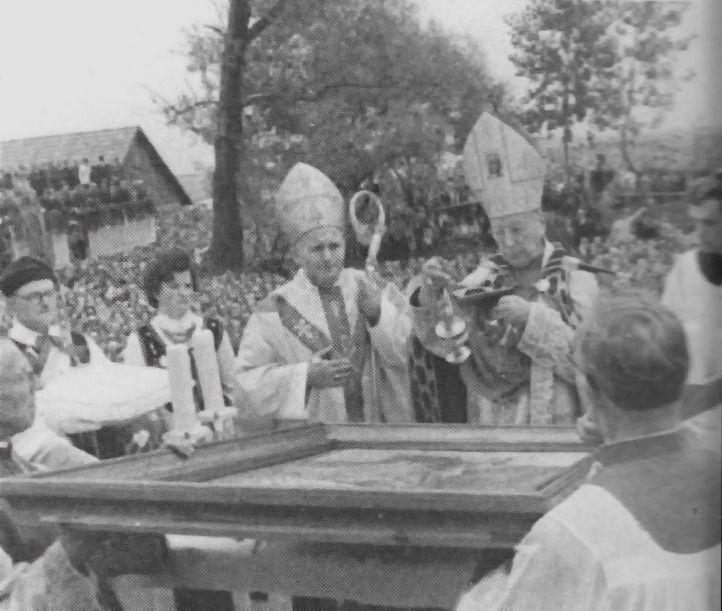 Z kard. K. Wojtyłą podczas koronacji Matki Bożej w Smardzowicach k Olkusza